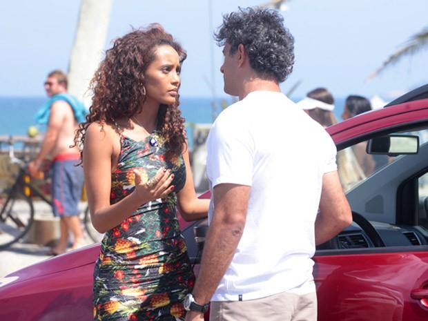 Penha tenta romper o romance com Gilson... (Foto: Cheias de Charme / TV Globo)