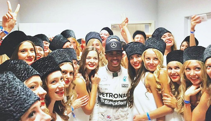 Lewis Hamilton e as grid girls GP da Rússia
