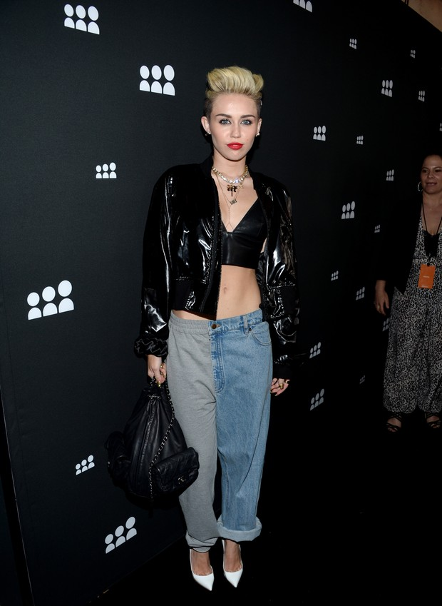 Miley Cyrus em festa em Los Angeles, nos Estados Unidos (Foto: Jason Kempin/ Getty Images/ AFP)
