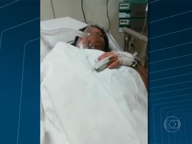 Marido joga álcool durante discussão e mulher tem corpo queimado no RJ (Foto: Reprodução/TV Globo)