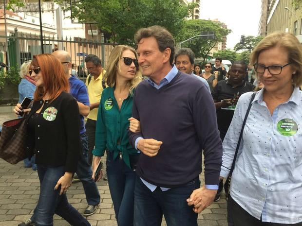 Marcelo Crivella (PRB) votou em Copacabana, na Zona Sul do Rio (Foto: Bruno Albernaz/G1)