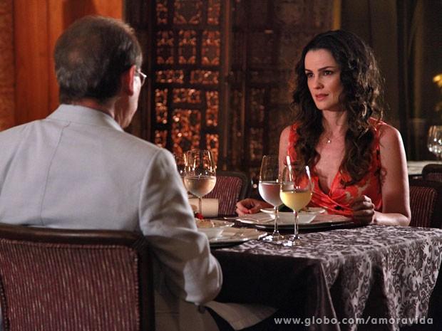 Gina fica muito supresa com o pedido (Foto: Ellen Soares/Site Amor à Vida)