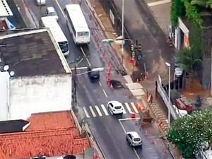 Obras na Rua da Paciência  (Foto: Reprodução/TV Bahia)