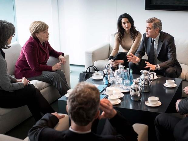 G1 - George Clooney conversa com Angela Merkel sobre crise