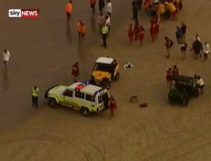 FRAME - resgate jovem Matthew Barclay surfe austrália Gold Coast (Foto: Reprodução Sky News)
