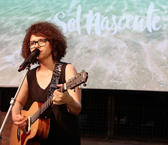 Roberta Campos interpreta 'Minha Felicidade', música de abertura de 'Sol Nascente' (Foto: Felipe Monteiro / Gshow)