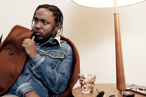 Kendrick Lamar de jaqueta jeans (Foto: Paola Kudacki/GQ Style)