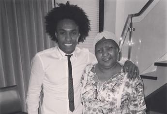Willian e dona Zezé (Foto: Reprodução / Instagram)