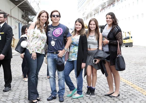 Tom Cavalcante com a família (Foto: Manuela Scarpa e Rafael Cusato/Brazil News)