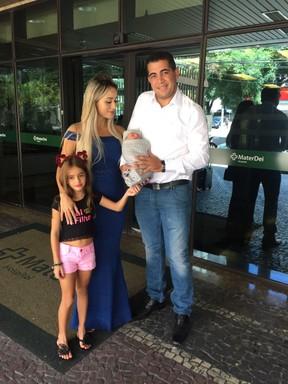 Leticia Santiago deixa a maternidade (Foto: Arquivo Pessoal)