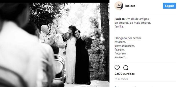Maria Gadú e Lua Leça no casamento (Foto: Reprodução)