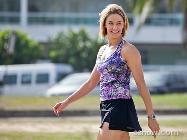 Bianca Rinaldi exibe corpão com minissaia (Foto: Inácio Moraes/ TV Globo)