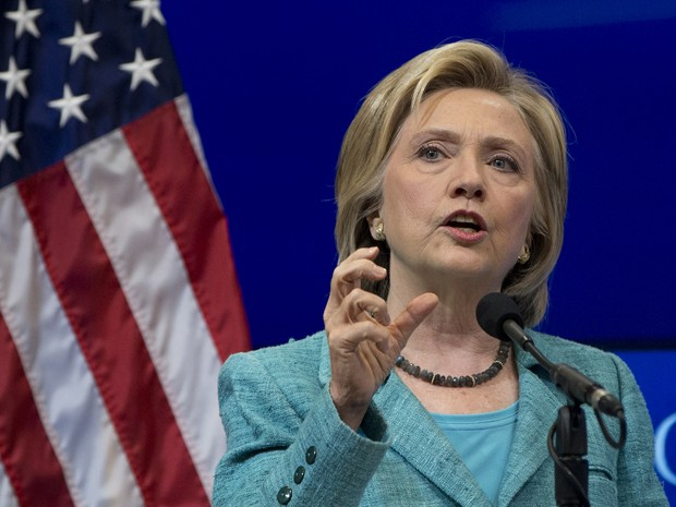 A pré-candidata democrata Hillary Clinton fala sobre o Irã na Brookings Institution, em Washington, na quarta (9) (Foto: AP Photo/Carolyn Kaster)