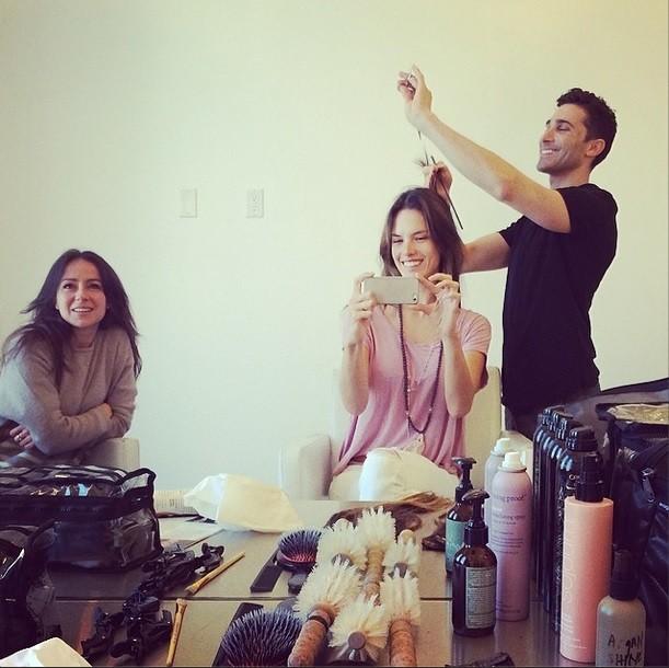 Alessandra Ambrósio mostra corte de cabelo no Instagram