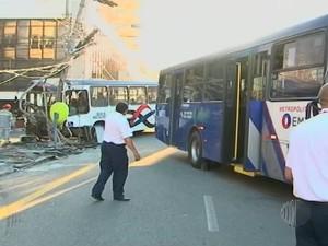 Acidente entre dois ônibus em Mogi das Cruzes deixa uma pessoa morta (Foto: Reprodução/TV Diário)