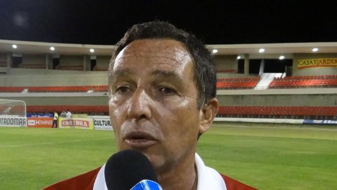 Eduardo Neto é o treinador interino do Corinthians-AL (Foto: Caio Lorena / Globoesporte.com)