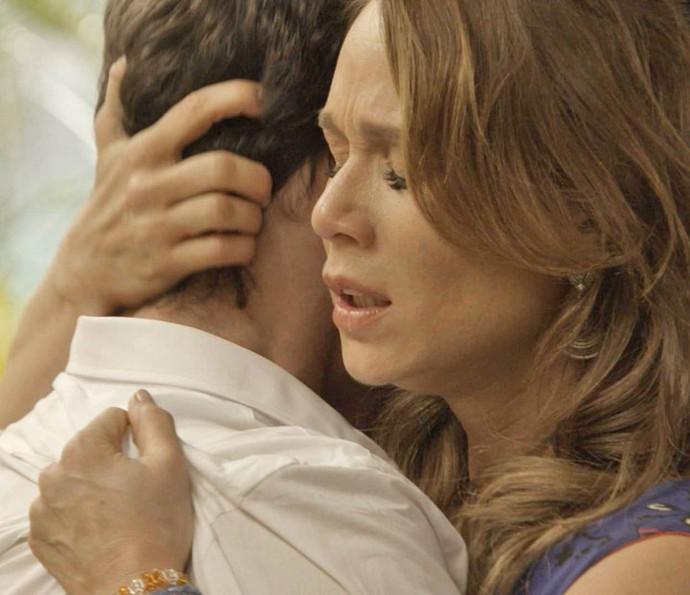 Tancinha fica preocupada com o irmão após contar tudo (Foto: TV Globo)