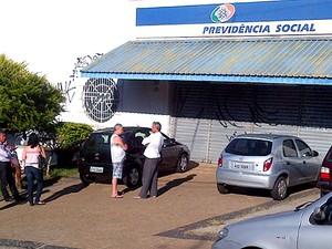 Agência do INSS em Campinas não abre ao público por falta de vigilantes (Foto: Cristiano Machado)