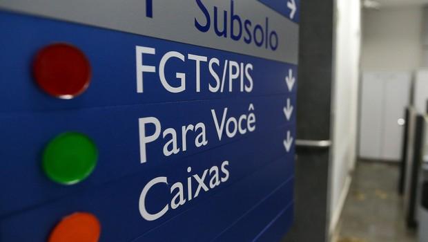 Agências da Caixa ampliam expediente para atender trabalhadores que querem sacar FGTS de contas inativas (Foto: Marcelo Camargo/Agência Brasil)