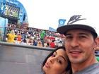 Larissa Riquelme posa ao lado do namorado no Rio