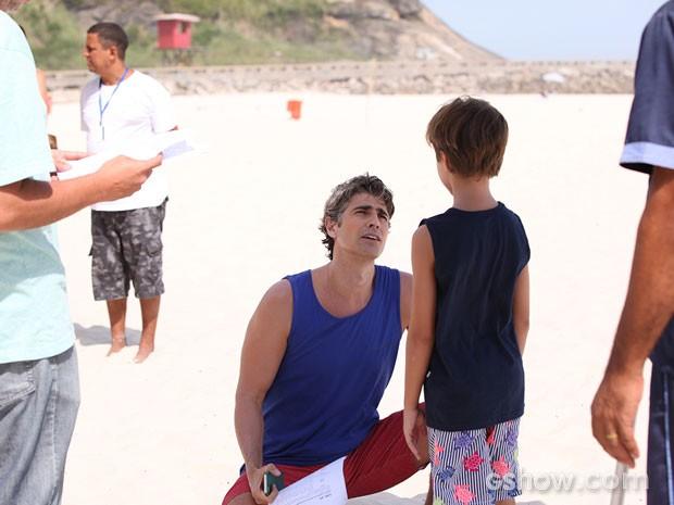 Gianecchini praia  (Foto: Carol Caminha / TV Globo)