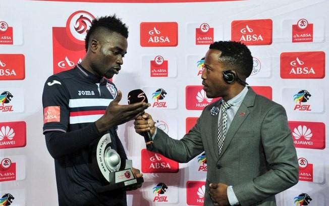 O jogador Mohammed Anas, que se confundiu durante entrevista após um jogo pelo campeonato da África do Sul (Foto: Reprodução/Youtube)