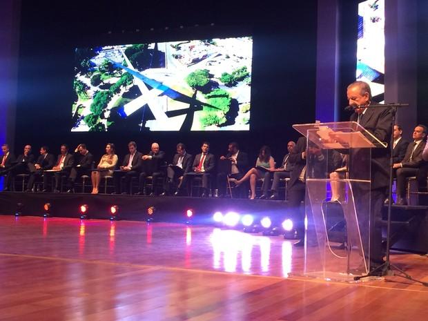 Após tomar posse, Iris Rezende fez um breve discurso, em Goiânia, Goiás (Foto: Vitor Santana/G1)