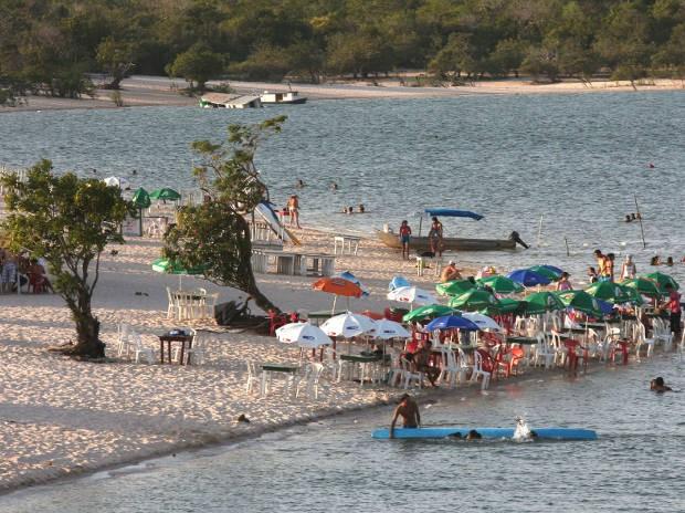 A praia Ilha do Amor é considerada o cartão-postal do lugar, e fica em frente à vila de Alter do Chão. (Foto: Tamara Saré/ Agência Pará)