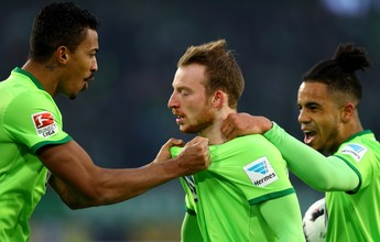 Com Luiz Gustavo na zaga, Wolfsburg vence de virada e se afasta da degola