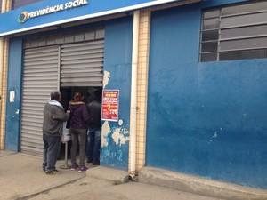 Greve afetou agência do INSS de Itaquaquecetuba nesta terça-feira, 7. (Foto: Carolina Paes/TV Diário)
