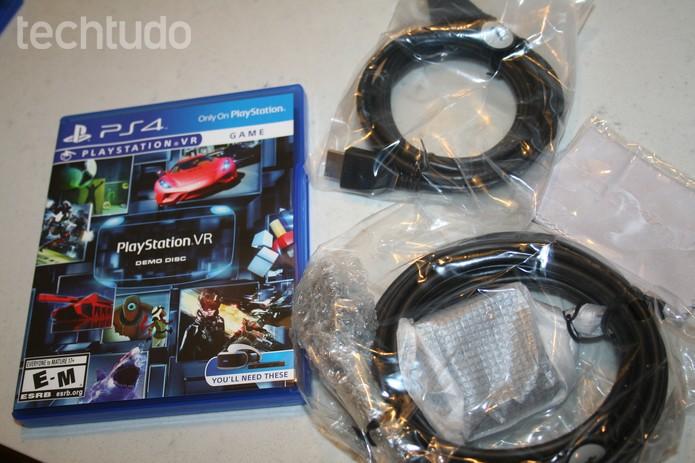 Demonstração do PS VR com cabos do visor - com marca (Foto: Felipe Vinha/Techtudo)