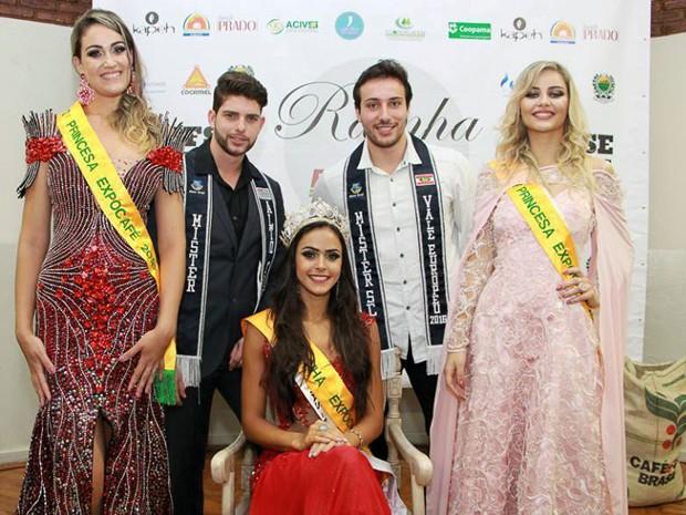 Ana Luiza (centro) ladeada pelas princesas Bruna Rezene e Sharlleny de Bem: representantes da Expocafé 2016 de Três Pontas, MG (Foto: Márcio Brito/Expocafé)