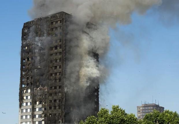 Incêndio matou 17 no Reino Unido (Foto: EFE)