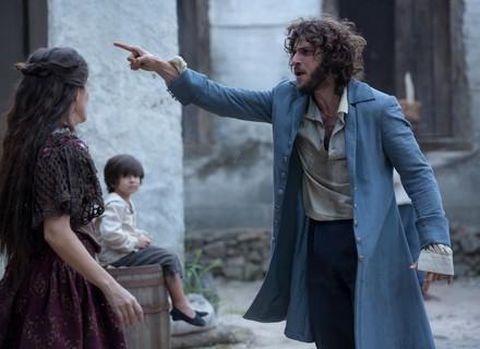 Joaquim tira Quinzinho de Elvira, e ela pede socorro a Thomas