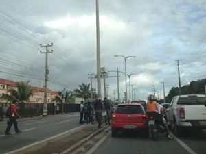 Trânsito ficou ainda mais complicado após o acidente. (Foto: Zeca Soares/G1 MA)