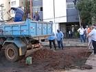 Reparos são feitos em locais atingidos pela chuva em Uberaba