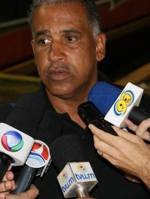 Ademir Fonseca, treinador do ABC (Foto: Augusto Gomes/GLOBOESPORTE.COM)