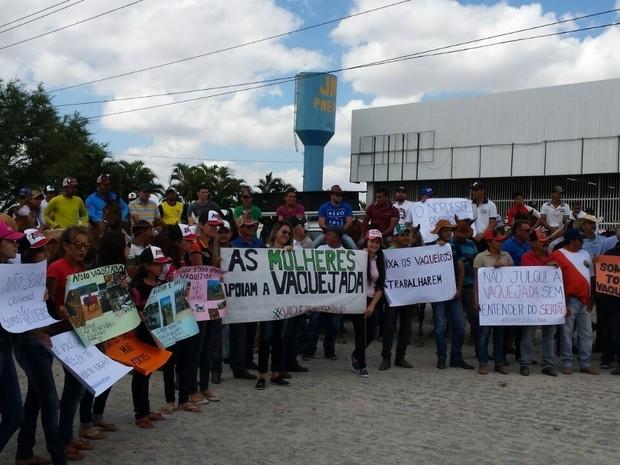 Protesto a favor das vaquejadas em Campina Grande (Foto: Artur Lira/G1)