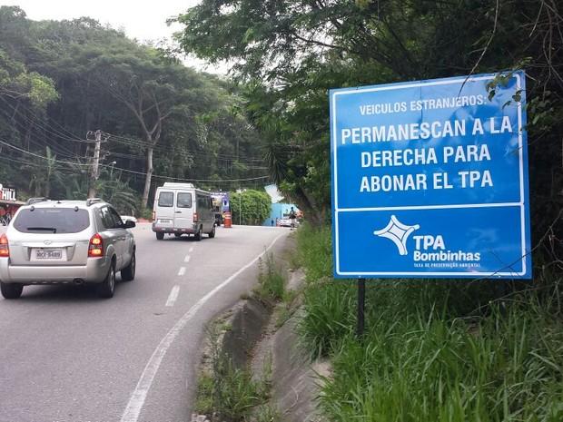 Estrangeiros precisam pagar taxa na hora (Foto: Luiz Souza/RBS TV)