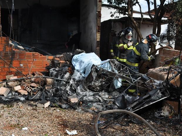 Veículo ficou destruído (Foto: Divulgação / Jornal Ita News)
