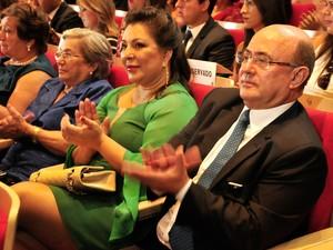 O ex-deputado estadual José Riva (PSD), à direita, e sua esposa, a candidata derrotada ao governo do estado Janete Riva (PSD), durante posse da filha Janaína Riva (PSD) como deputada estadual. (Foto: Renê Dióz / G1)