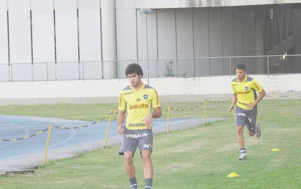 Treino Botafogo Bruno Mendes (Foto: Thales Soares)
