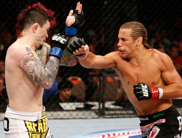 MMA - UFC - Urijah Faber acerta Scott Jorgensen (Foto: Getty Images)