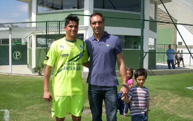 Fernando Prass ao lado de Paulinho, do time Goiás sub-20 (Foto: Divulgação/Goiás E.C.)