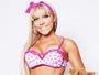 Amanda Pinheiro posa de lingerie e avisa: 'Não tirei costela nenhuma'