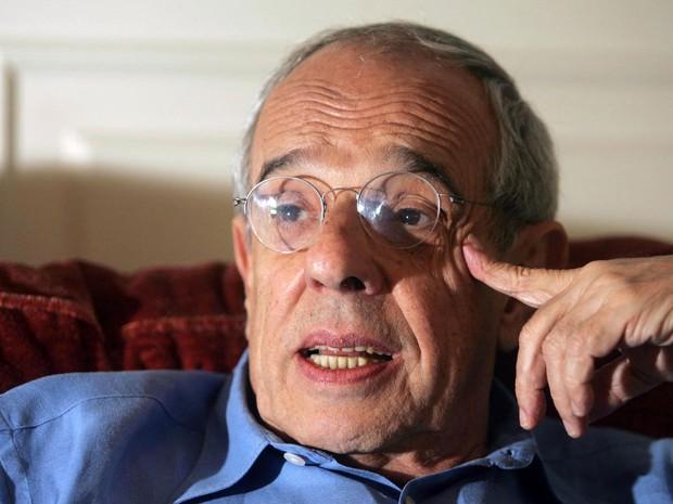 Márcio Thomaz Bastos em sua casa, em São Paulo, em 19 de novembro de 2004 (Foto: J. F. Diorio/Estadão Conteúdo)