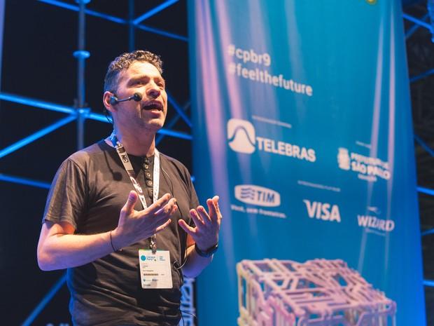 Paco Ragageles, fundador da Campus Party, dá primeira palestra do evento na sua 9ª edição (Foto: Pedro Fernandes/Divulgação/Campus Party)
