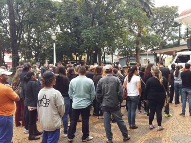 Protesto reuniu 250 pessoas, diz Polícia Militar em Avaré (Foto: Adolfo Lima/TV TEM)