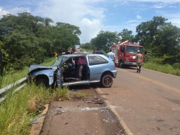 Acidente entre dois carros deixa mulher morta na MS-080 (Foto: Maria Caroline Palieraqui/G1 MS)