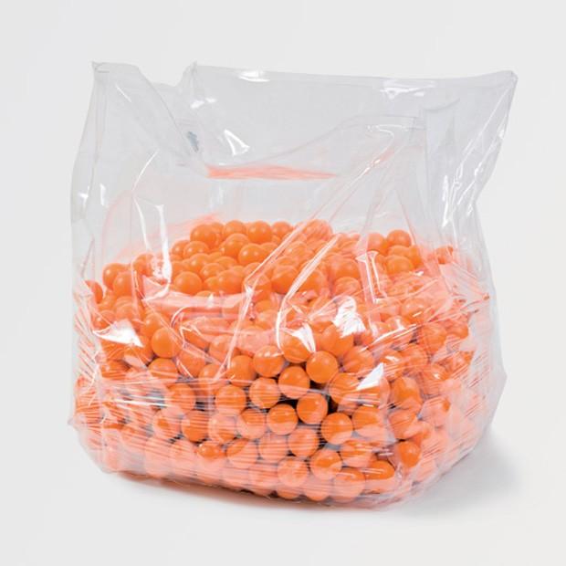 A cadeira chamada de Inspiration é feito em um cubo de PVC de 800 m³ preenchida com bolinhas de poliuretano (Foto: Reprodução/Designmid)